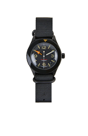Automatic diving watch with stainless steel case